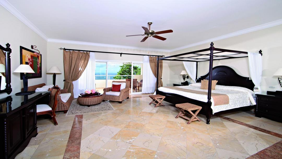 The luxury resort of Cayo Levantado is located on a private island.