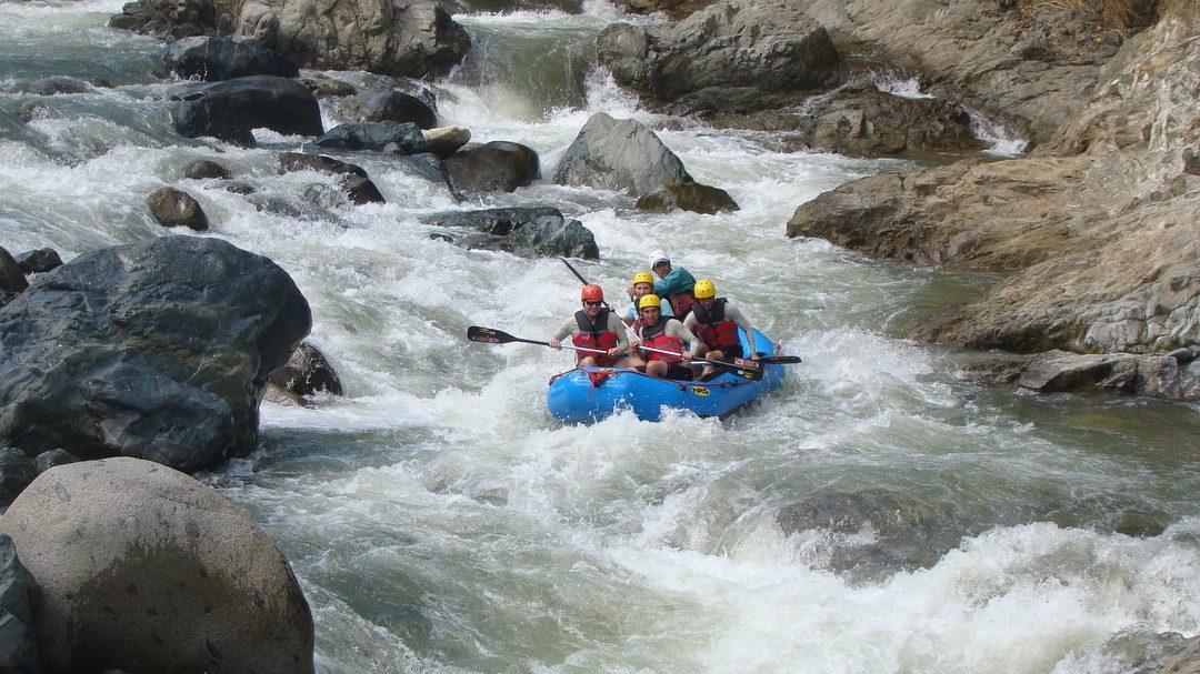 River Rafting – actiongeladenes Abenteuer in den Bergen
