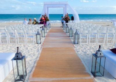 Elegant, modern beach wedding ceremony