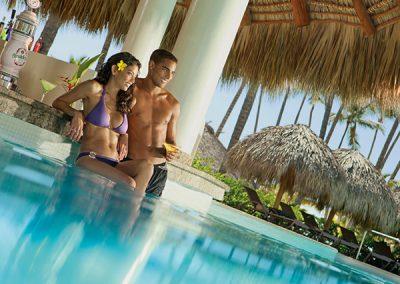 Swim Up Bar im Secrets Royal Beach, Domnikanische Republik