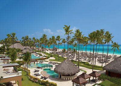 Pool und Strand im Secrets Royal Beach, Domnikanische Republik