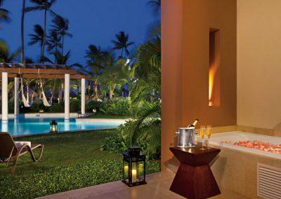 Whirlpool auf Terrasse im Secrets Royal Beach, Domnikanische Republik