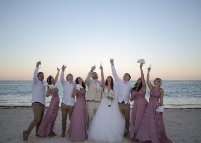 Hochzeitsgesellschaft am Strand in Punta Cana, Dominikanische Republik