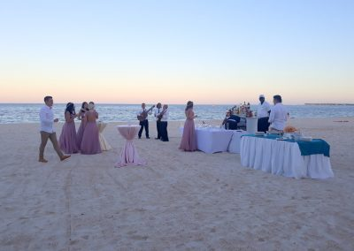 Cocktailempfang am Strand in Punta Cana, Dominikanische Republik